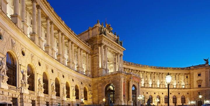 奥地利维也纳的霍夫堡皇宫,每年维也纳发动机峰都在这里举行