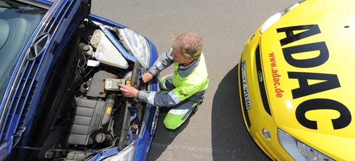 ADAC汽车维修师现场为用户排出故障