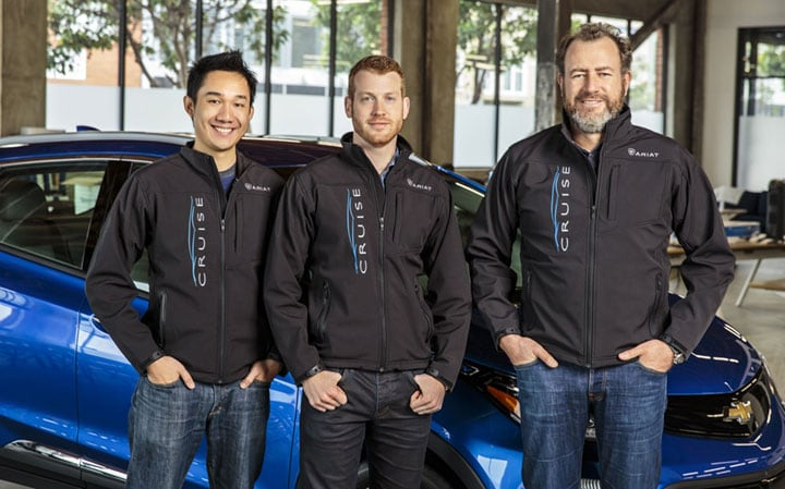 GM总裁Dan Ammann(右),Cruise Automation创始人Kyle Vogt(中)及Daniel Kan(左)