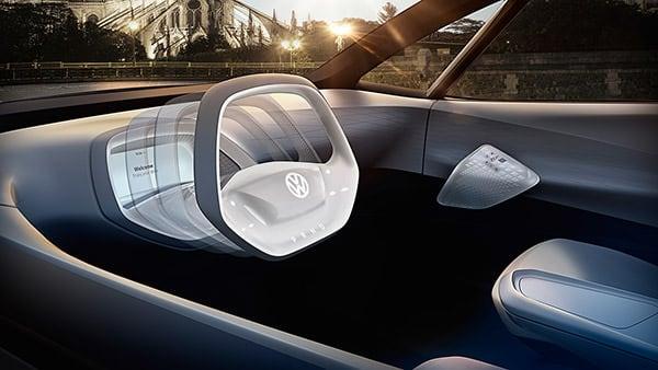 I.D. 概念车里除了方向盘上的按钮外,没有其他按钮。在自动行驶模式时,方向盘会收入至仪表盘前