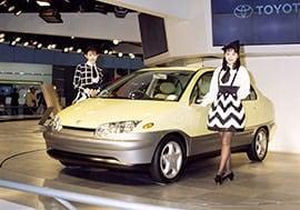 丰田于1995年在东京车展上向外展示的普锐斯概念车型